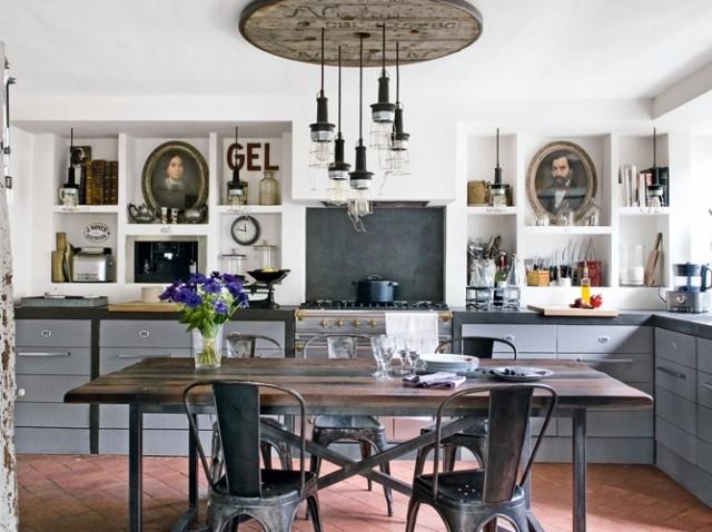 ... cucina, di linee semplici, questo stile e molto in voga in Francia in