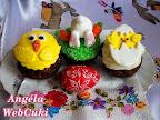 Kakaós muffinok pudinggal, húsvéti díszítéssel, két csibével és egy fél nyuszival.