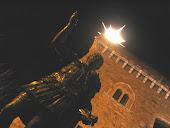 statua di traiano nei pressi della Rocca dei Rettori