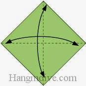 Bước 1: Gấp tờ giấy lại làm bốn để tạo nếp gấp sau đó lại mở ra.