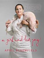 Chef de cozinha ostenta porco morto em capa de livro
