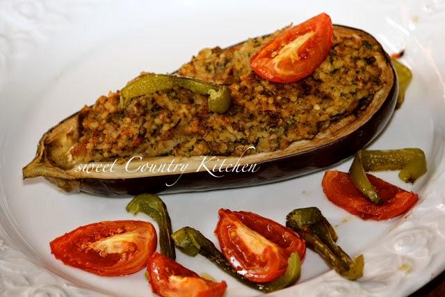 sweet Country Kitchen: gefüllte Auberginen mit Bulgur / Lammhackfleisch