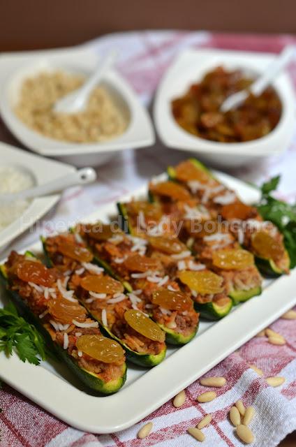 hiperica_lady_boheme_blog_di_cucina_ricette_gustose_facili_veloci_piatti_di_verdure_zucchine_ripiene_pinoli_e_uvetta_3
