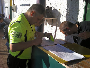 Hasta el arbitro hizo firmar Manolo...!!!