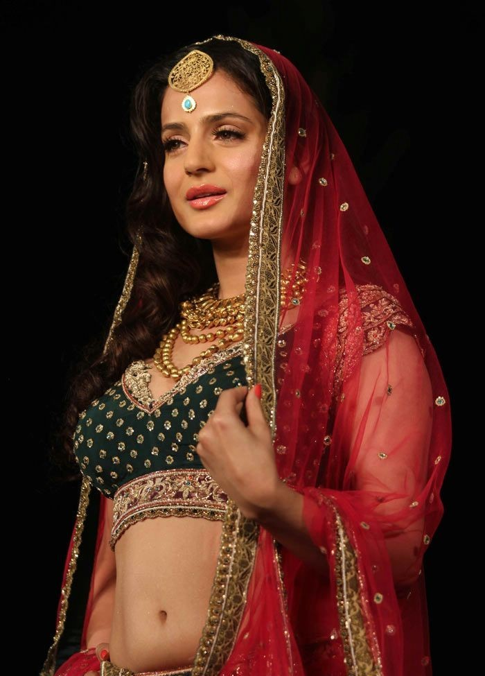 Ameesha Patel Indian Bridal Fashion Week