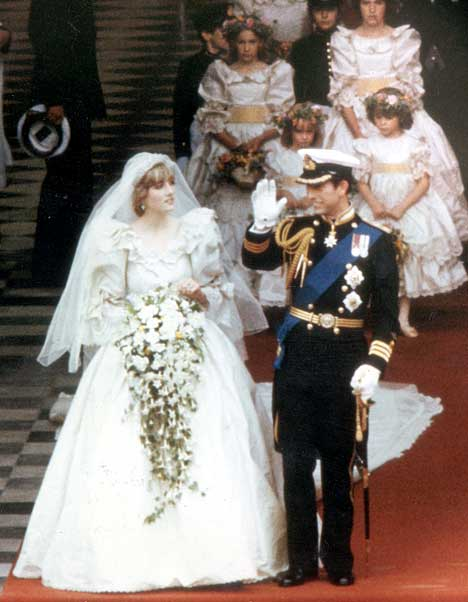 prince charles and princess diana wedding pictures. stairs. Royal Wedding