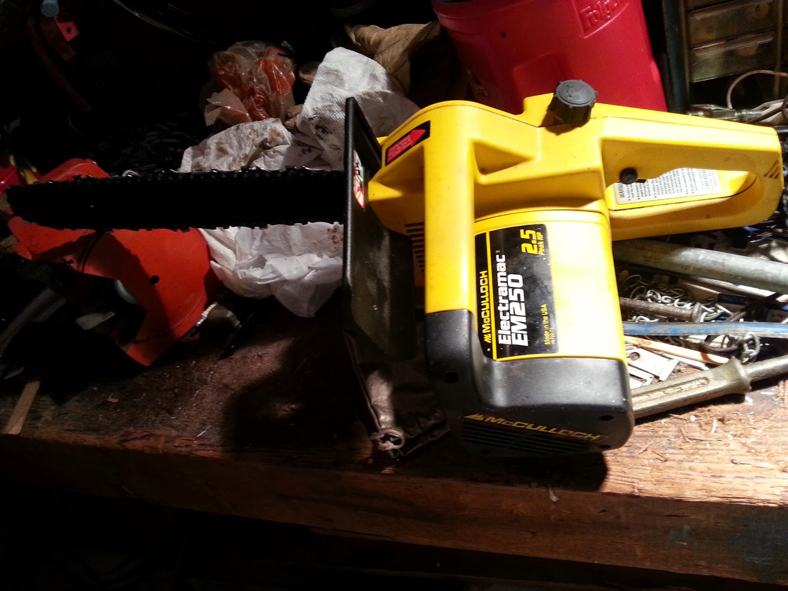 Mcculloch em250 chainsaw oiler repair mcculloch em250 chainsaw after taking it apart i discovered that the plastic hose from the oil reservoir tank had broken into many pieces i also discovered what appeared to be a greentooth Choice Image