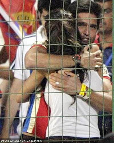 Deepika Sidharth Passionate Hug after IPL Game wallpapers