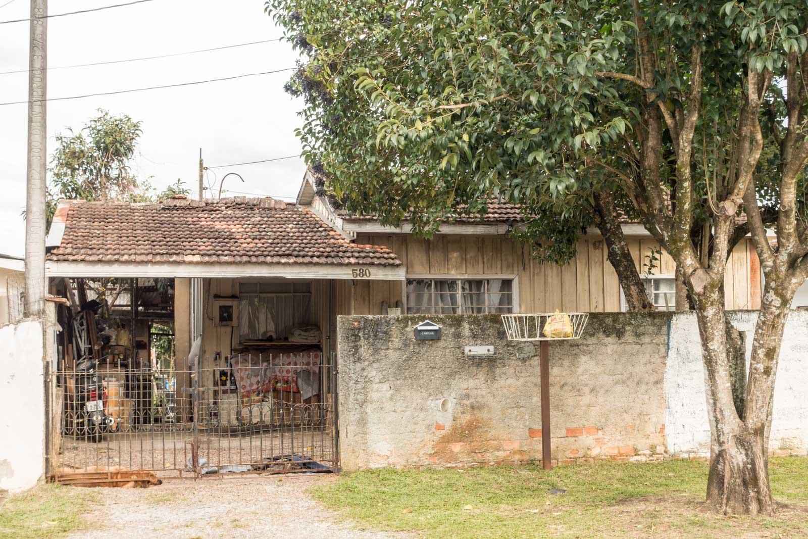 Fotografando Curitiba: Outra casa de madeira #946137 1600x1067