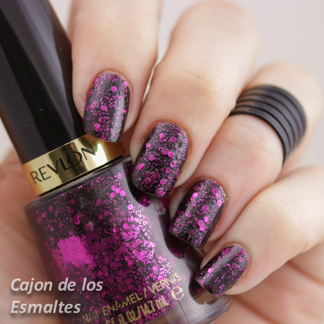Revlon Scandalous o Facets of Fuchsia - Dos capas sin topcoat