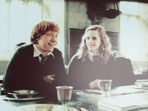 Ronmione loveteam ron and hermione on gryffindor table - Ron weasley and hermione granger kids ...