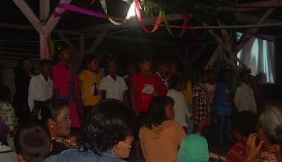 Penampilan anak KKAR GIKI Kaban Tua dalam acara KKR Natal GIKI di Kaban Tua