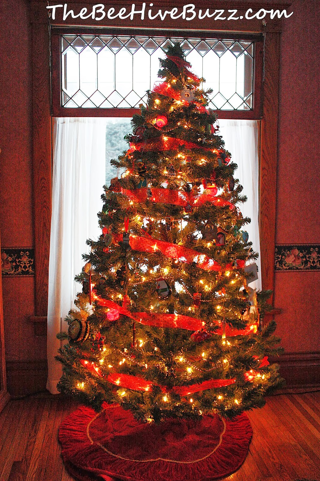 Why do we have christmas decorations on a tree - The Second Christmas Tree Which In Our Entry Way Is Decorated As Christmas Present For This Tree We Decided To Do Something More Sleek And Modern With