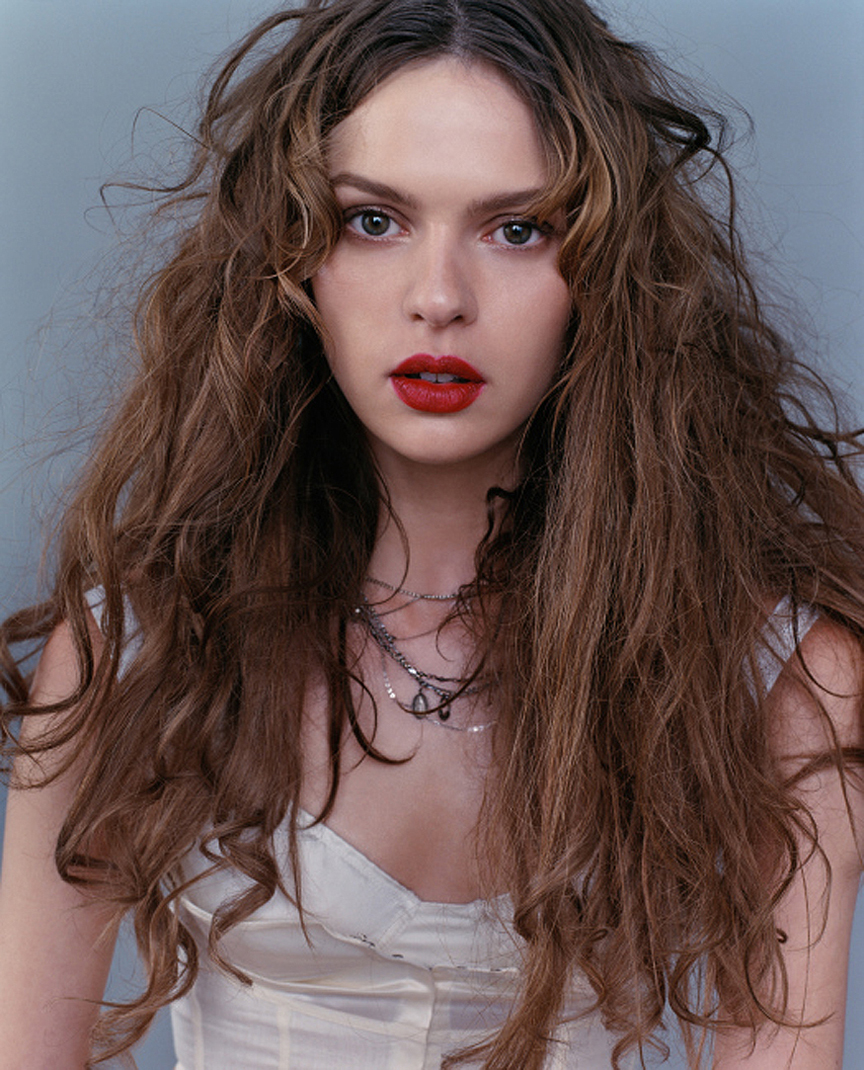 Elise Crombez Nude Photos 92