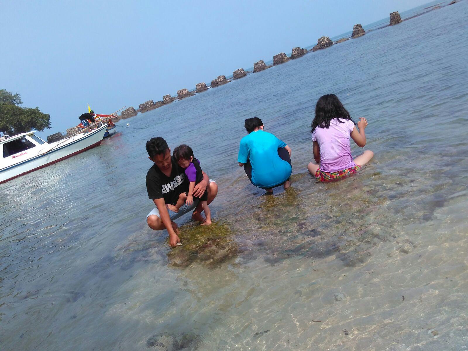 Pantai Carita Oleh Oleh Yang Tertunda Luluanditha