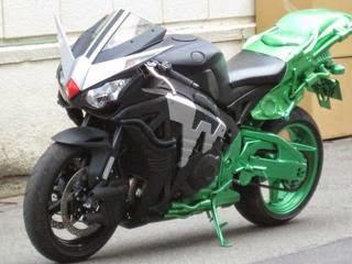 Gambar HardBoilder, sepeda motor yang dinaiki oleh Kamen Rider W