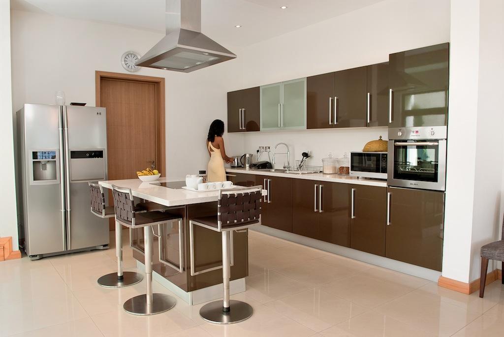 Une cuisine de 12m asym trique et fonctionnelle leroy for Petit table de cuisine
