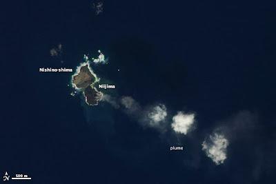 Nueva isla japonesa Niijima se une con la isla Nishino-shima