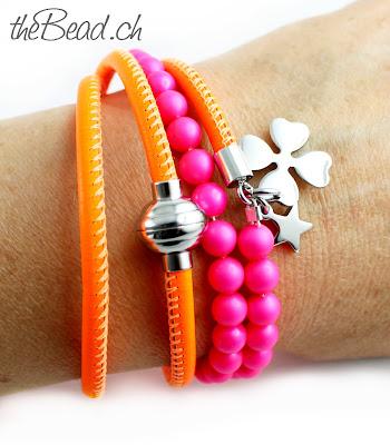 Wickelarmband in neonfarben mit Magnetverschluss und Nappaleder