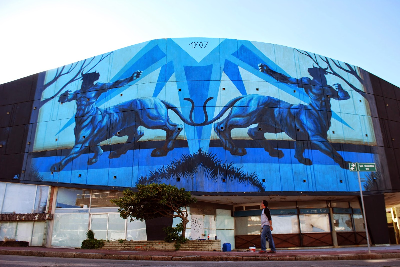 While we last heard from him last month in Australia (covered), JAZ is now back in South America where he just finished working on this new piece somewhere in Punta Del Este, Uruguay.