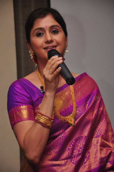 devayani new saree @ kodi mullai tv serial success meet glamour  images