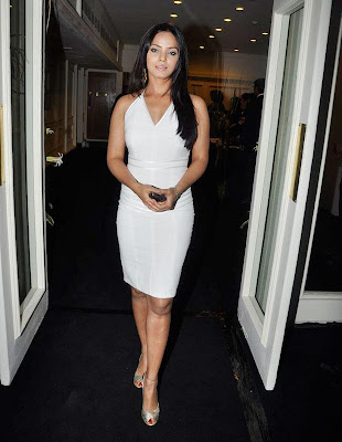 Neetu_Chandra_looks_hot_in_white_dress_FilmyFun.blogspot.com