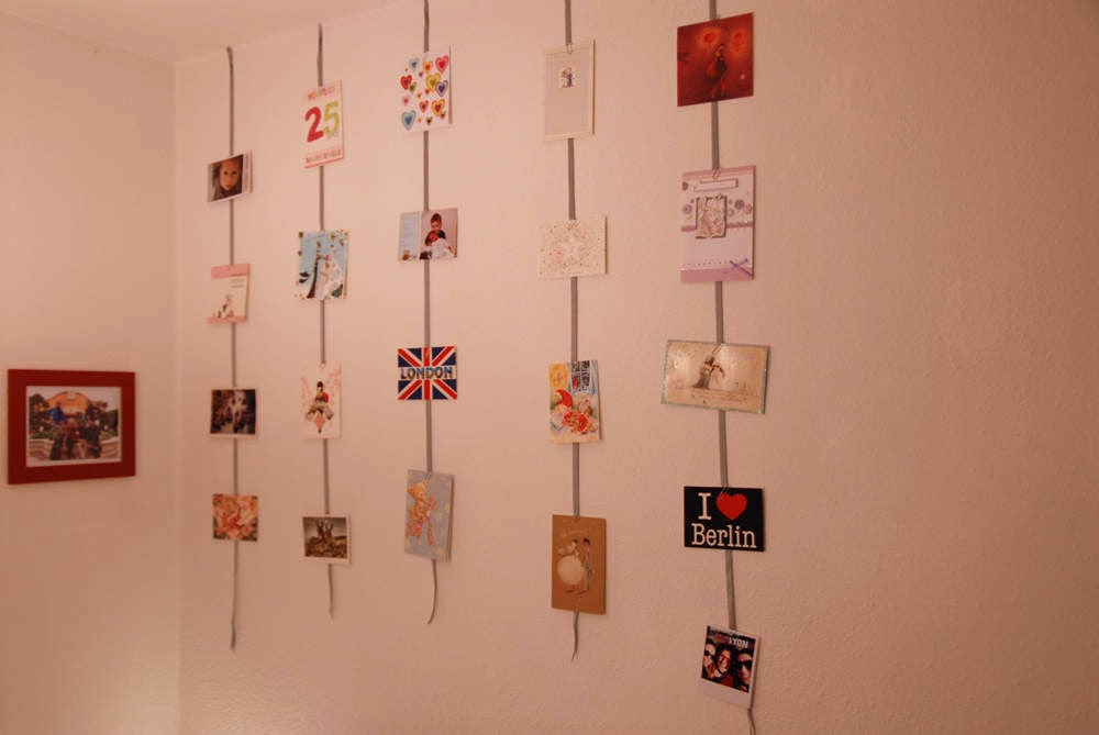 diy un mur de cartes postales toute de rose poudr e. Black Bedroom Furniture Sets. Home Design Ideas