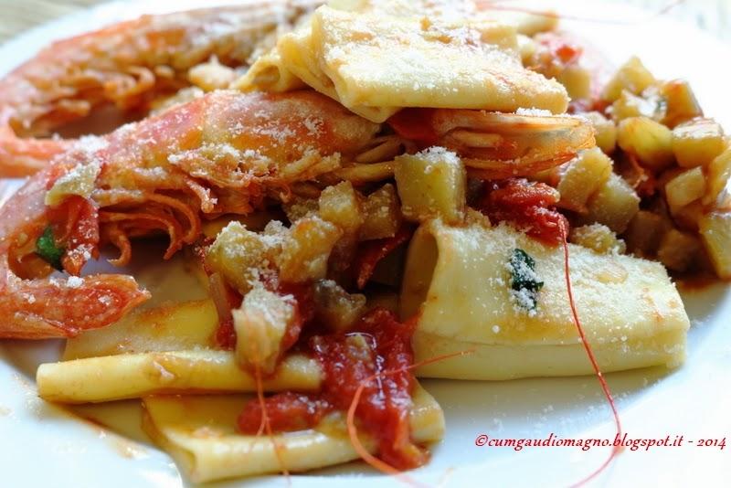 Paccheri con gamberoni, melanzane e pecorino