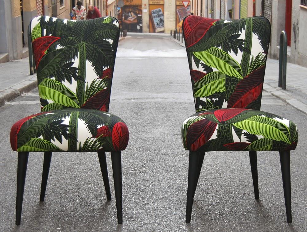 La tapicera sillas tapizadas con tela tropical for Sillas de madera clasicas tapizadas