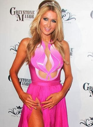 Paris Hilton Parties in a dress without panties (PHOTOS)