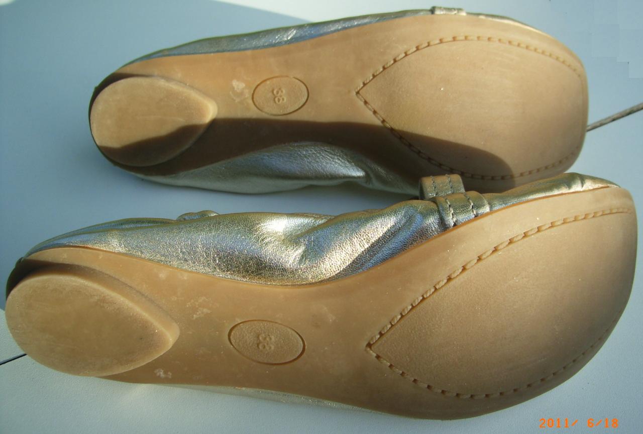 chaussure doré pas cher dans vide dressing de Flora : EDEN SHOES - Ballerines dorées - P38 - NEUVES
