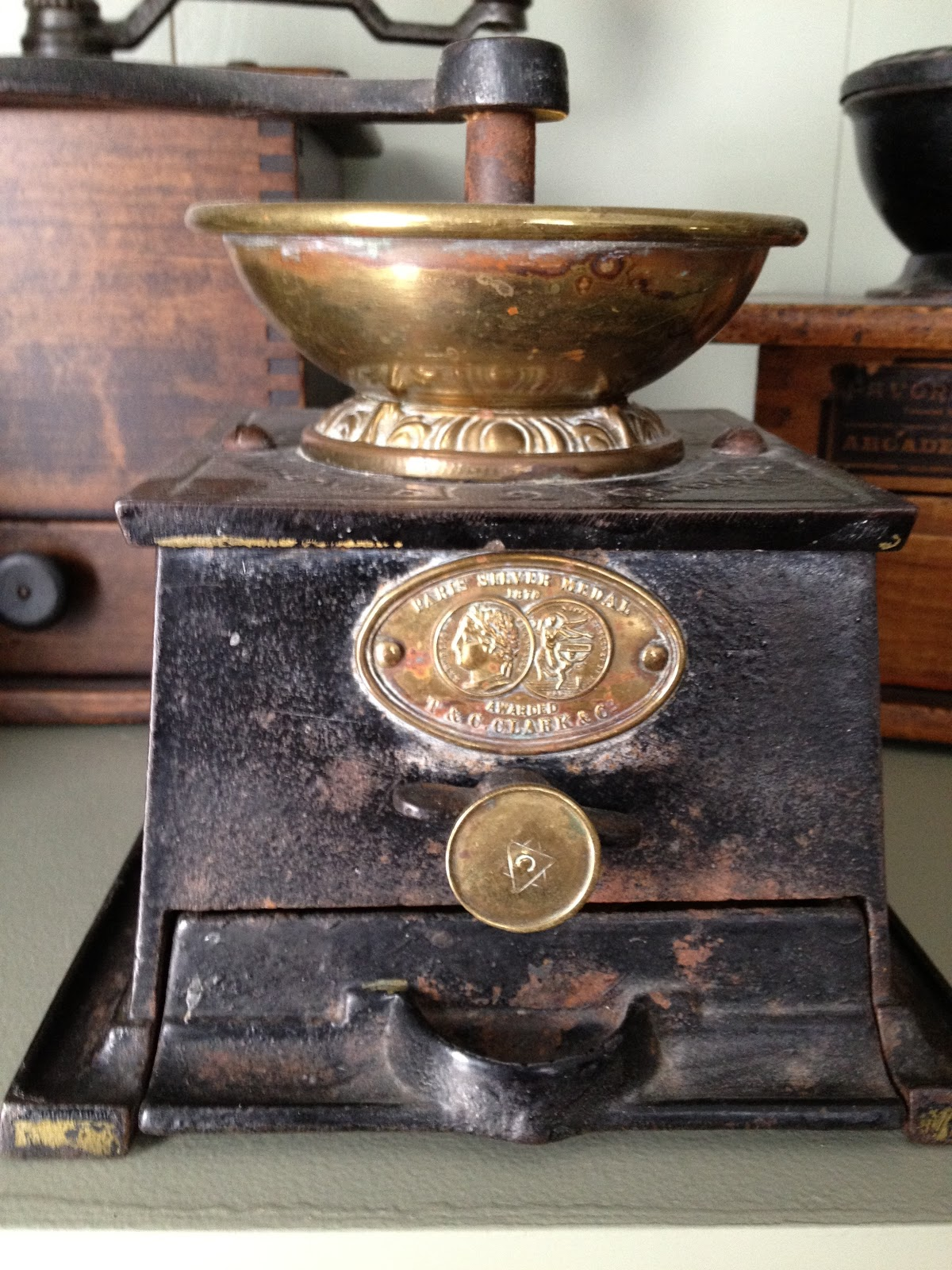 Old Coffee Grinders ~ Antique hunter cast iorn coffee mill