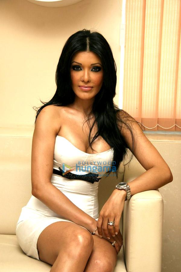 Koena Mitra Nude Photos 95