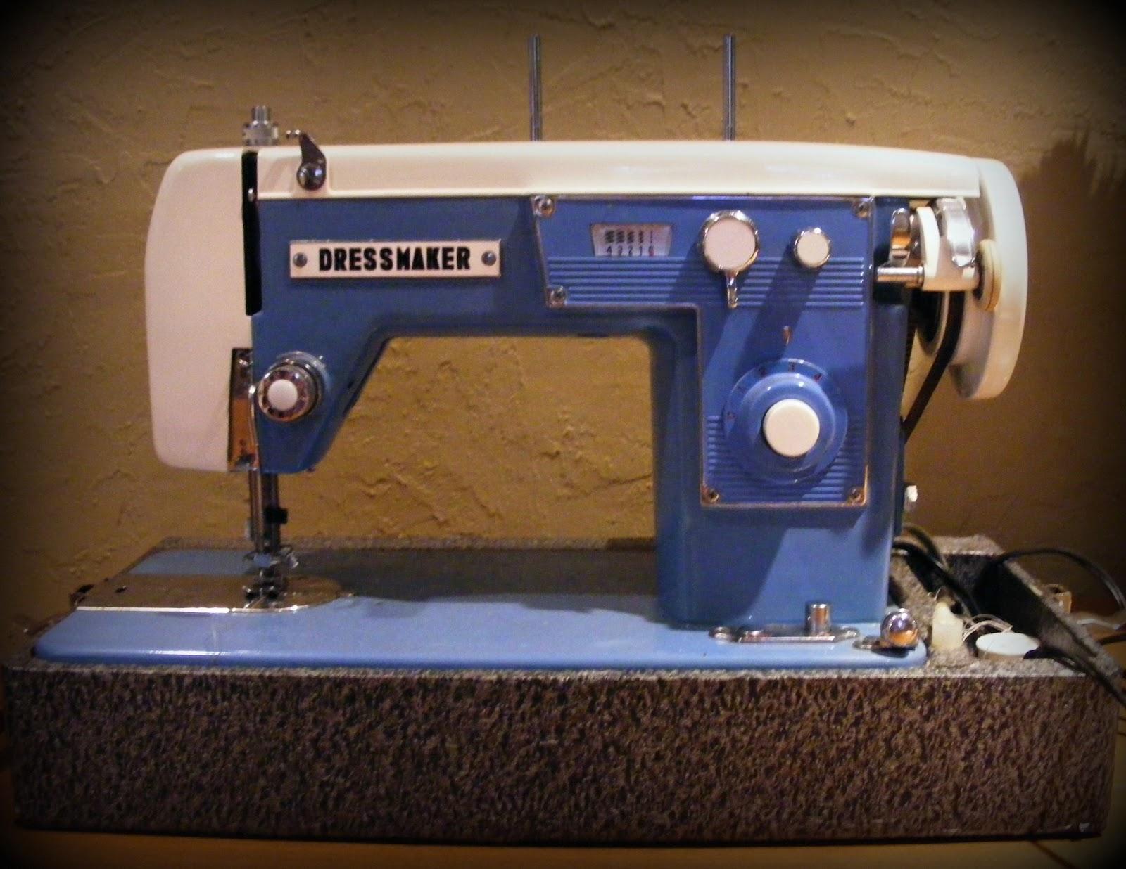 Coloradolady: Vintage Sewing Machine Find - Blue Love!
