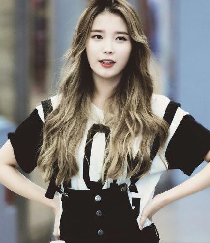IU lee Ji Eun hairstyle blonde long curls hair