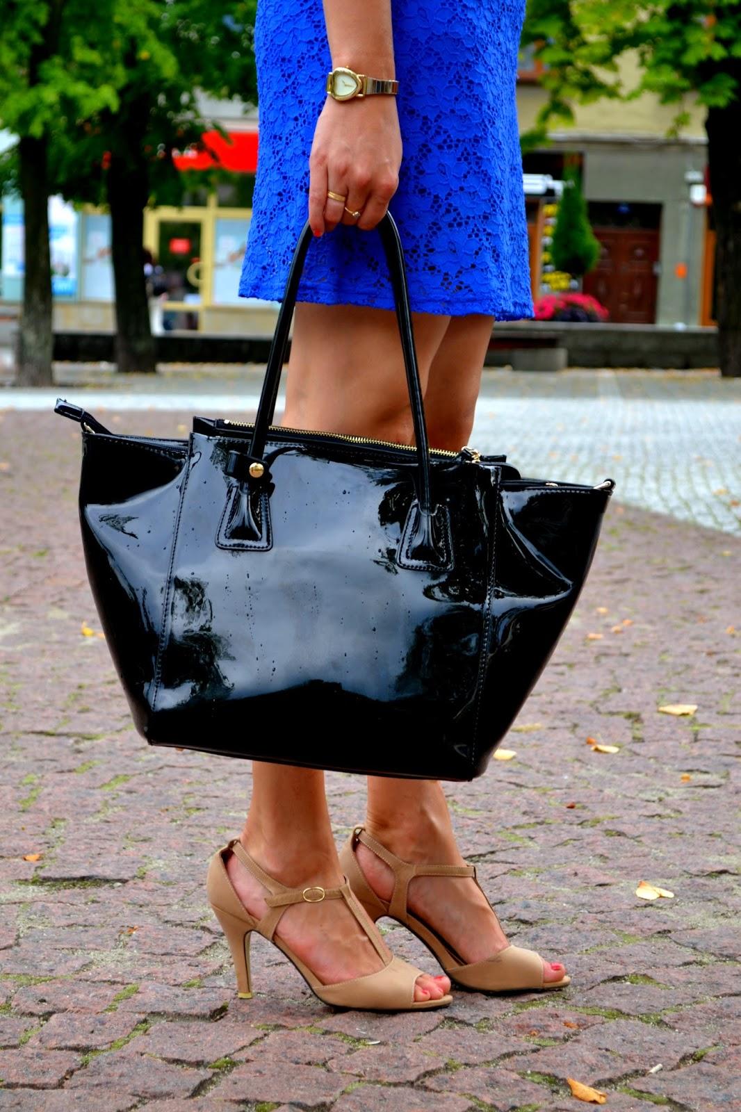 kuferek, lakierowana torba, modne torebki
