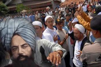 Jemaah Ahmadiyah Diserang dan Diusir