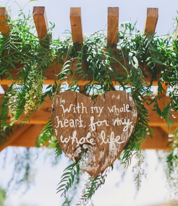 12 Delightful Ways To Use Wedding Signs Throughout Your Wedding - Add A Special Touch To Your Ceremony