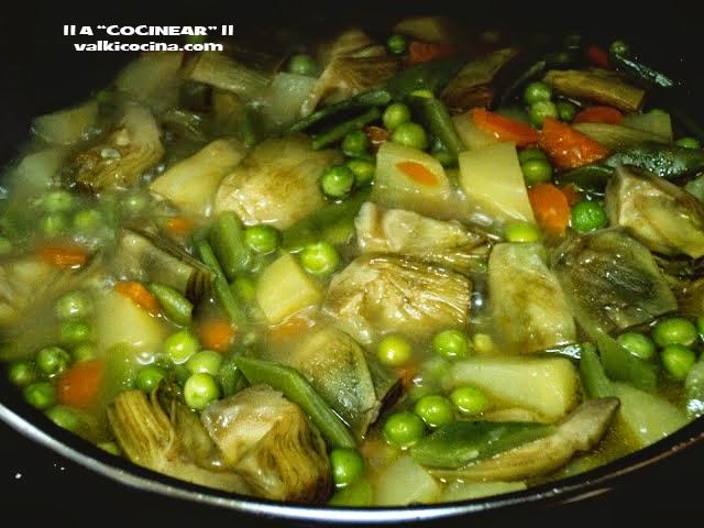 Alcachofas guisadas con verduras