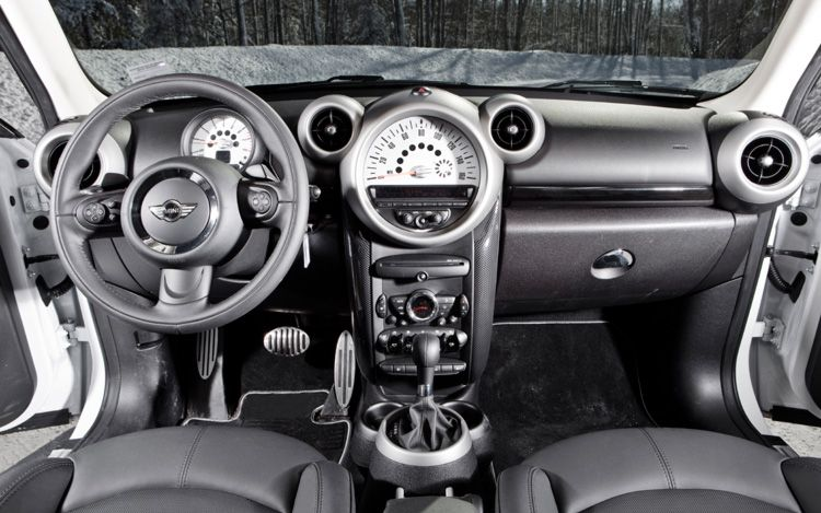 Zach 39 s auto review 2012 mini cooper countryman s review - Countryman interior ...