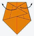 Bước 4: Tiếp tục gấp chéo 2 miếng giấy tại vị trí đường đứt đoạn như hình vẽ và hướng ra phía ngoài