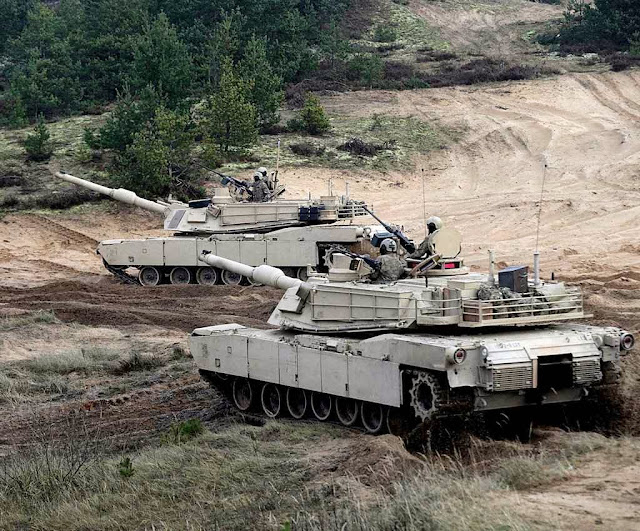 Tanques Abrams americanos na Letônia