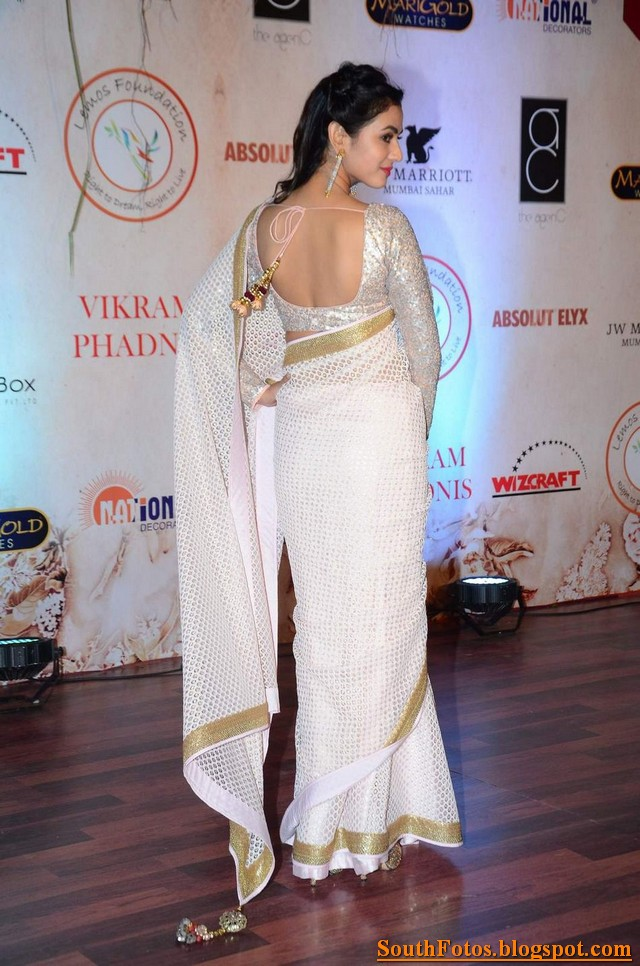Sonal Chauhan Hot in Saree Wallpapers