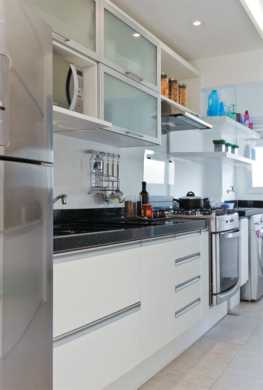 Decoração Dividindo a Cozinha e a Lavanderia  Cores da Casa # Armario Cozinha Planejado Pequeno