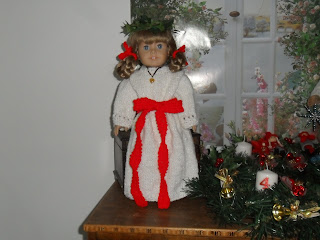 Kirsten Santa Lucia Outfit