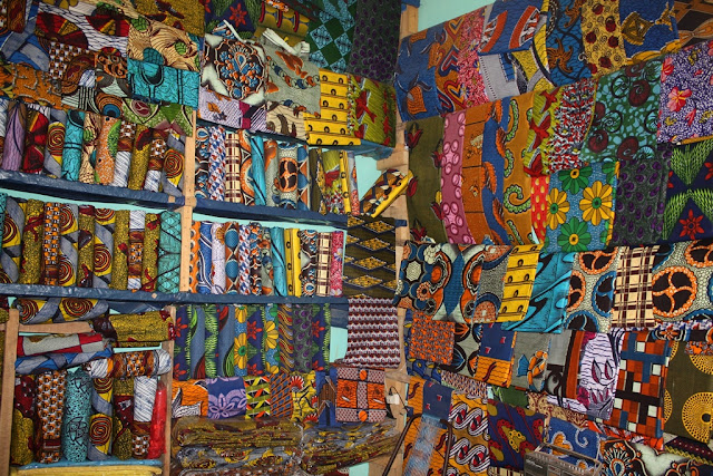 Source:  https://upload.wikimedia.org/wikipedia/commons/c/c1/Waxprints_in_a_West_African_Shop.jpg