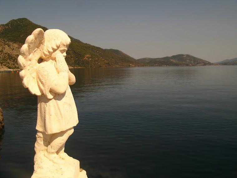 Kitsch statue