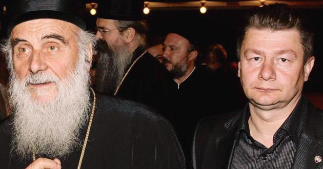 """Шокантна фотографија патријарха Иринеја са """"плаћеним убицом"""""""