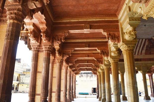 Diwan-e-Khas inside