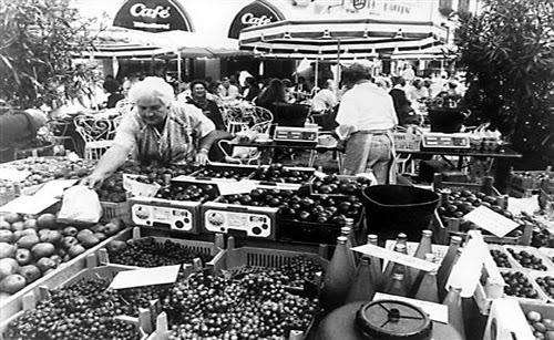 Vender artesanato ou produtos agrícolas sem licença vai dar multa que pode chegar aos 25.000 euros